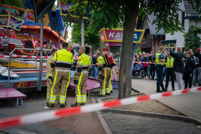 Hulpdiensten op de kermis in Wijchen na het ongeval in september 2019.