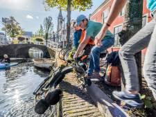 Twee uur lang 'schoonmaken' in grachten Delft tijdens succesvolle Canal Cleanup