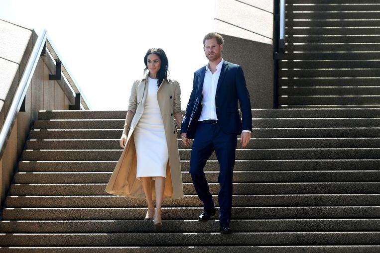 Prins Harry en zijn vrouw Meghan dreigen juridische stappen te ondernemen tegen het leger aan paparazzi-fotografen dat rondom hun huis op Vancouver Island loert op een foto van het paar. Beeld EPA