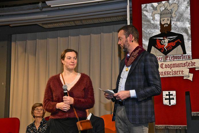 Eveline D'Haenens is één van de zeven Roeselarenaars die een Rolariuspenning kregen.