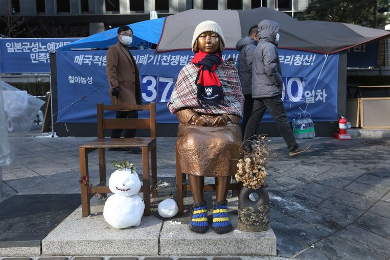 Een standbeeld van 'troostmeisje' in de Zuid-Koreaanse hoofdstad Seoul. Beeld AP