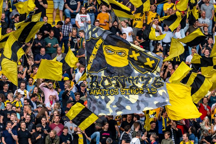 NAC-supporters bij de thuiswedstrijd tegen Telstar.