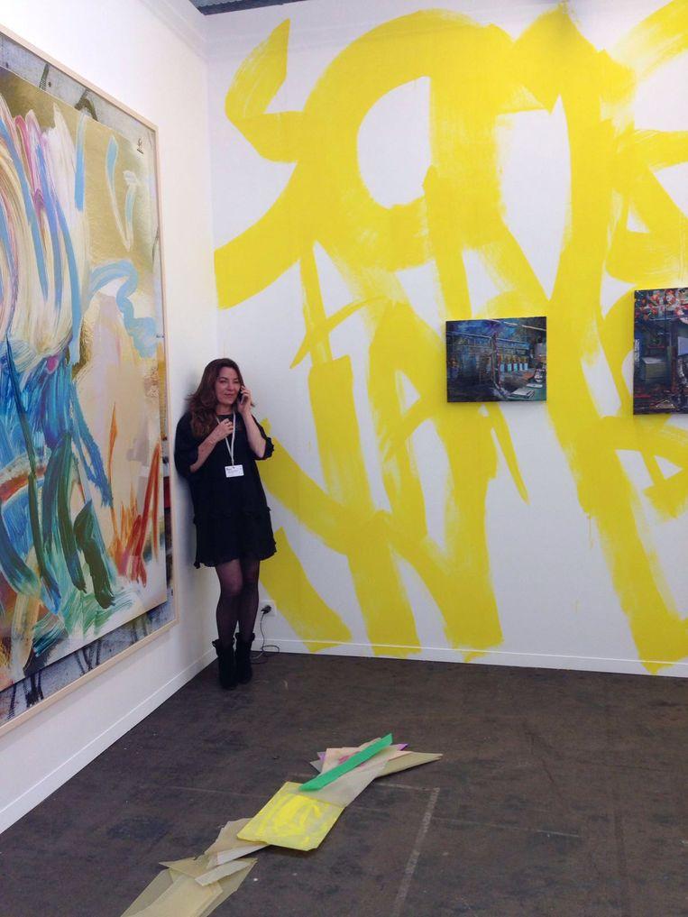 Tijdens Art Brussels, met werk van Peggy Franck, 2016. Beeld