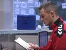 Helmond Sport-spelers lezen voor op Odulfusschool in Mierlo-Hout (video)