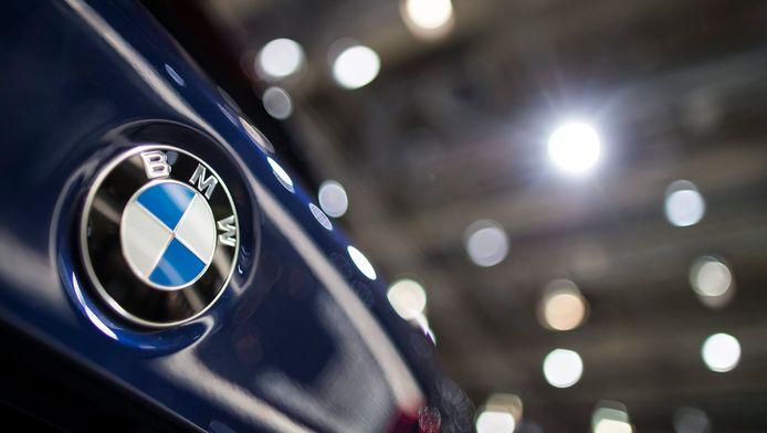"""BMW avait admis fin février avoir """"par erreur"""" équipé des milliers de véhicules diesel en Allemagne avec un logiciel mesurant les gaz d'échappement qui n'était pas conforme pour ces modèles en niant toute intention frauduleuse."""