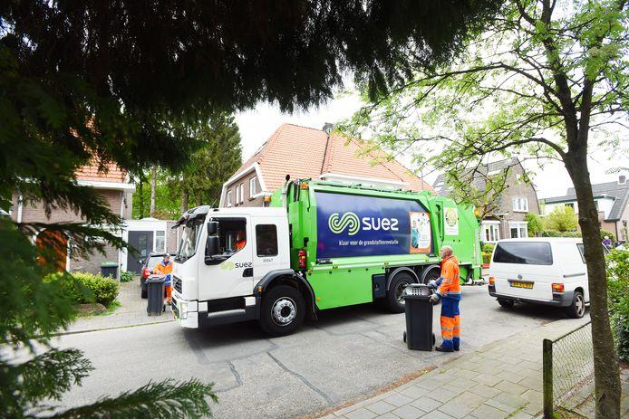 Op dit moment staat er nog de naam Suez op de vuilniswagens; in de loop van de tijd wordt dit vervangen door PreZero.