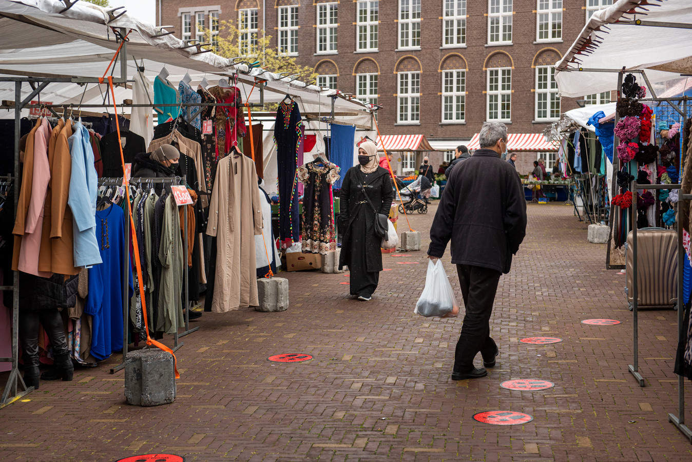 Op de markt op het Dr Jan Ingen Houszplein zijn non-foodkramen weer welkom.