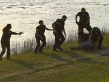 Politie overmeestert 'gewapende' man langs IJssel in Deventer