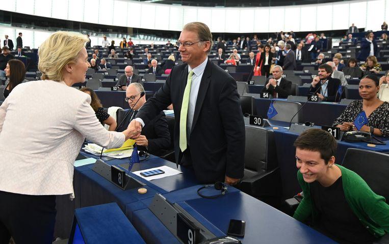 Belg Philippe Lamberts, covoorzitter van de groene fractie, met Europees Commissievoorzitster Ursula von der Leyen (archiefbeeld). Hij vindt de verklaringen van Borrell