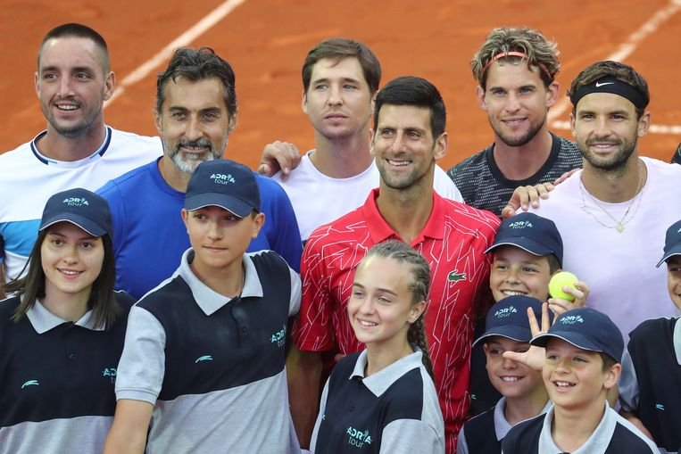 Viktor Troicki, Nenad Zimonjic, Dusan Lajovic, Novak Djokovic, Dominic Thiem en  Grigor Dimitrov tijdens de Adria Tour in Belgrado. Beeld REUTERS