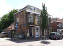 Toen het voormalige Chinees restaurant aan de Voorstraat in Numansdorp nog in vervallen staat verkeerde.