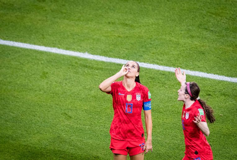 (190703) -- LYON, July 3, 2019 -- Alex Morgan (L) of the United States celebrates a goal during the semifinal between the United States and England at the 2019 FIFA Women s World Cup at Stade de Lyon in Lyon, France on July 2, 2019. ) (SP)FRANCE-LYON-FOOTBALL-FIFA WOMEN S WORLD CUP-SEMIFINALS-ENG VS USA XiaoxYijiu PUBLICATIONxNOTxINxCHN Beeld BSR Agency