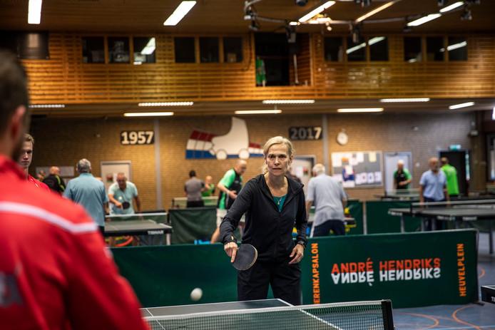 Bettine Vriesekoop tijdens haar clinic in Beek en Donk.