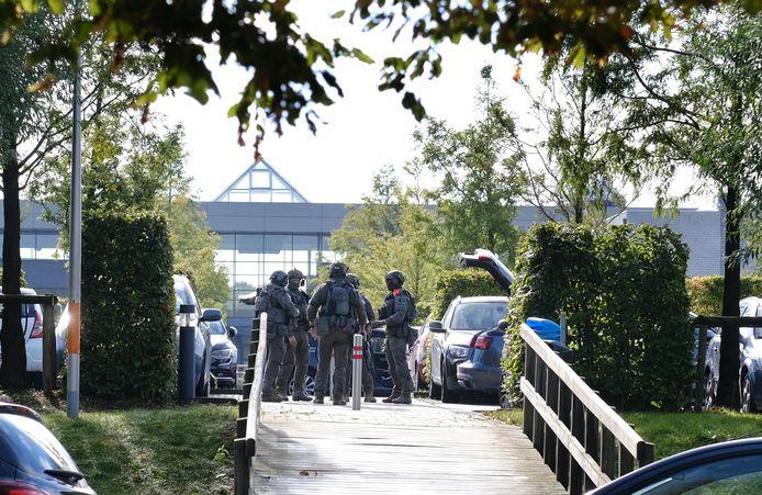 Forces spéciales aux abords de la haute école Vives de Courtrai jeudi dernier.