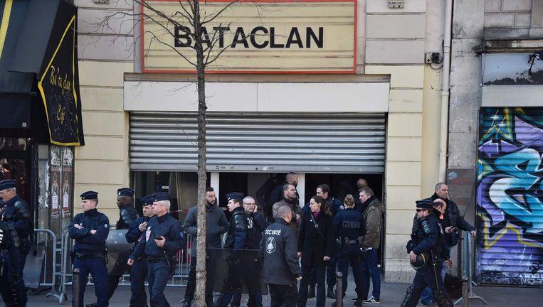 Politie voor de concertzaal Bataclan, in maart. Beeld Afp