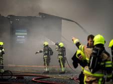Grote brand in kringloopwinkel Beneden-Leeuwen; asbestdeeltjes neergedaald in directe omgeving