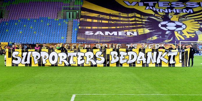 De spelersgroep van Vitesse bedankt de supporters voor de steun in het coronaseizoen.