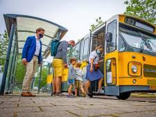 Museumtour met klassieke bus in de Hoeksche Waard is een succes: 'Kan zomaar terugkerend evenement worden'