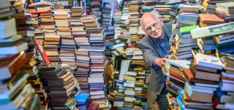 Jogchum (80) neemt eindelijk afscheid van boekenwinkel, buurt springt in de bres: 'Ik kan niet meer'