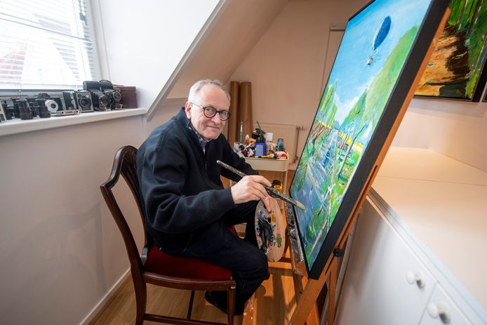 Leendert Pieter Stodel van het kunstcollectief d'Olde Skoele in Vroomshoop bedacht alternatief voor expositie in het pand d'Olde Skoele: een kunstroute door het dorp.