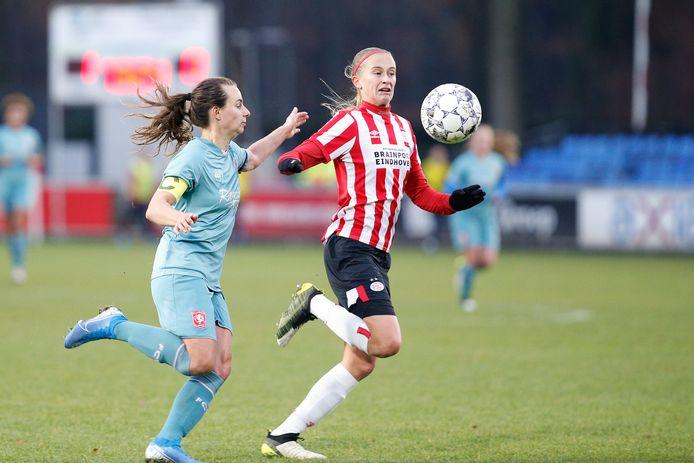 Julie Biesmans (PSV) en Renate Jansen (Twente).