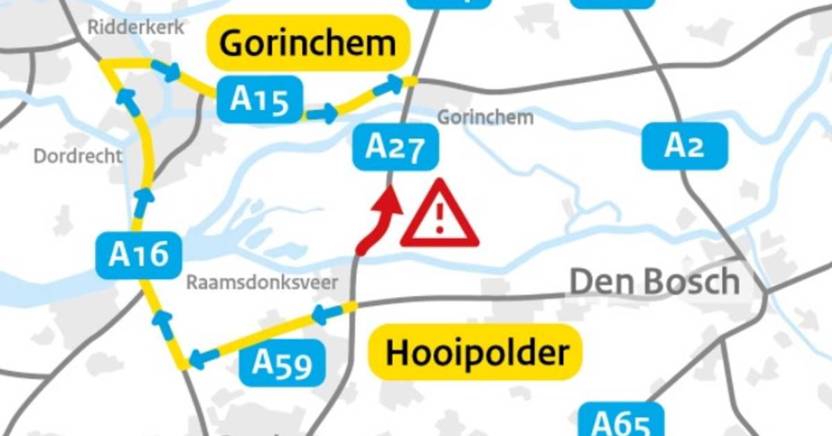 Ongeluk met vrachtwagen op A27 bij Werkendam, weggebruikers omgeleid.