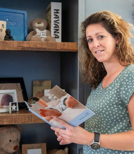 Hengelo kleurt blauw en roze en schenkt daarmee aandacht aan babysterfte: 'Veel mensen vinden het een moeilijk onderwerp'