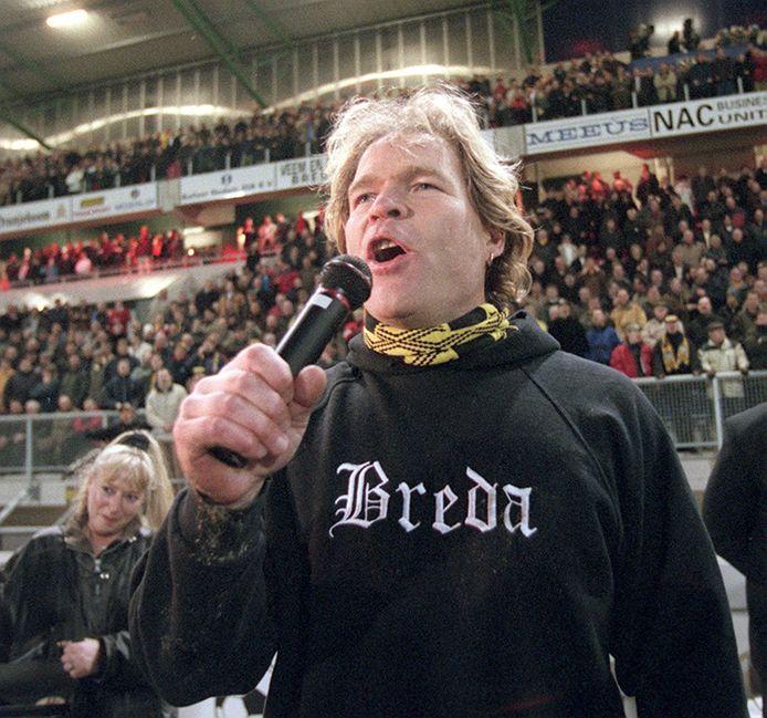 'Hallo Breda!' Koud terug uit het Big Brother huis zijn twee woorden genoeg om het ware, warme NAC-gevoel van Ruud Benard te delen met een uitgelaten stadion.