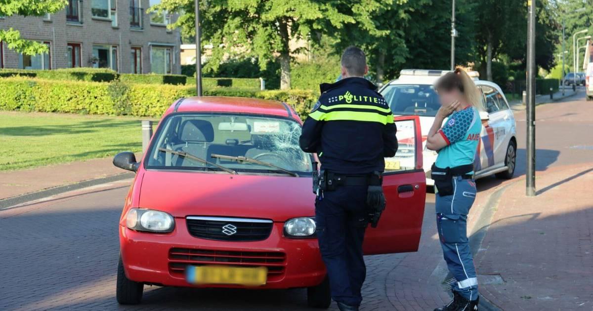 Fietsster gewond na aanrijding met auto op kruising in Steenwijkerwold.