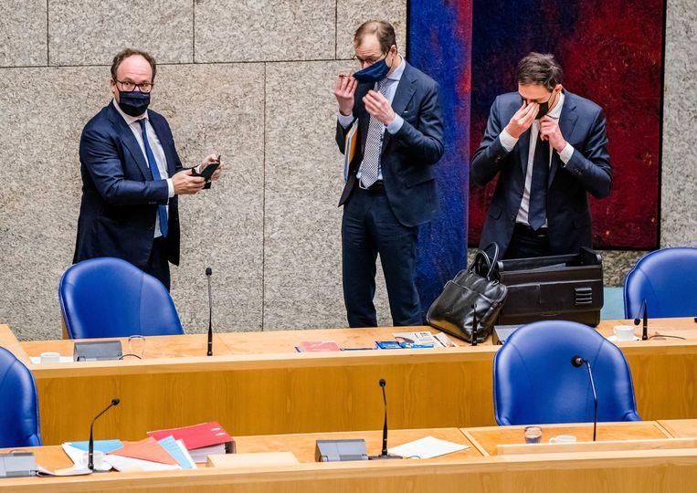 Minister Wouter Koolmees, hier met voormalig minister Eric Wiebes en minister Wopke Hoekstra, slaapt weinig en is amper thuis. Beeld  BART MAAT/ANP