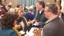 Ook de Woensdrechtse raadsleden Wendy de Koning, Marleen Michielsen en Arjan Buijsen proefden een BBQ Ball van Michael Theuns.