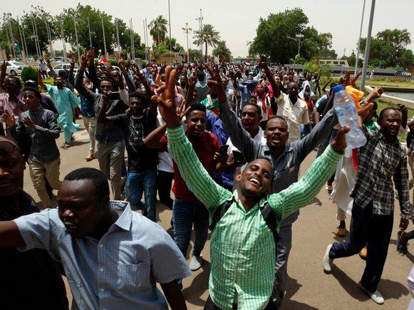 Sudanezen vieren begin augustus in de hoofdstad Khartoum het akkoord over een grondwettelijke verklaring om een nieuwe periode voor een overgangsregering in te luiden.