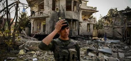 Les talibans revendiquent l'attentat de Kaboul, l'armée défend les villes assiégées