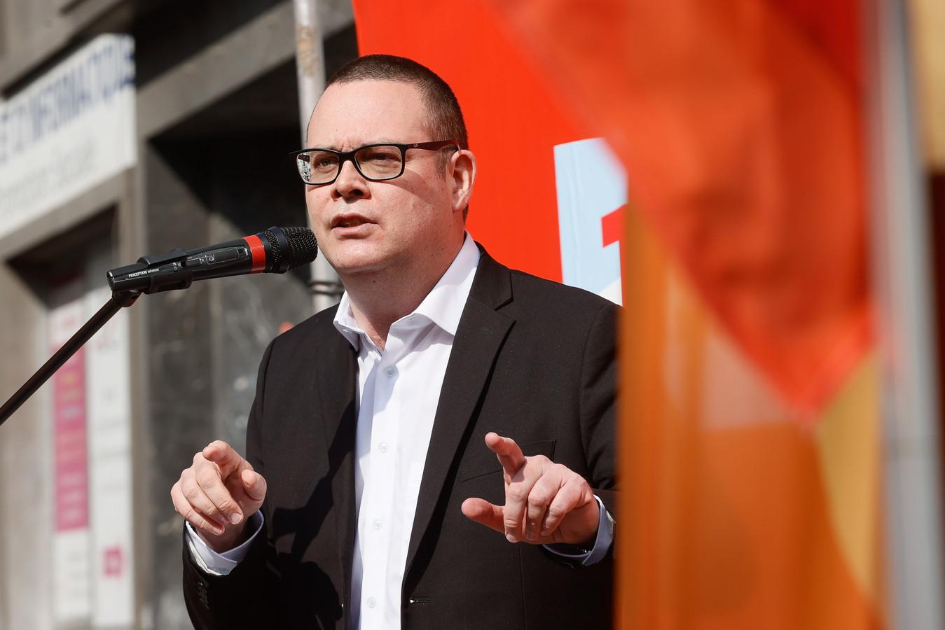 Raoul Hedebouw lors du discours du PTB le 1er mai.
