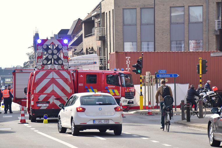 Door het ongeval was een deel van het kruispunt urenlang afgesloten voor het verkeer.