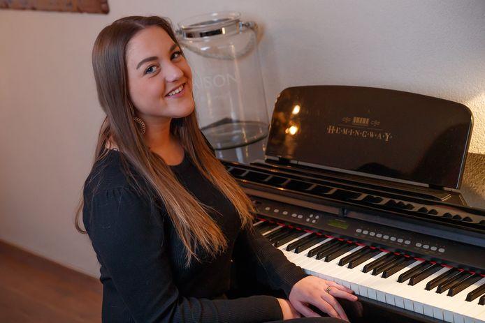 Kiki Blokx (18) uit Zevenbergen wil niets liever dan het Nederlandse levenslied zingen.