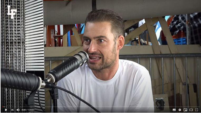 Lange Frans in één van zijn podcastvideo's. Beeld YouTube