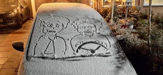 Die blijven de hele avond zitten..... Creatief met sneeuw. Een sneeuwgroet uit Rheden.