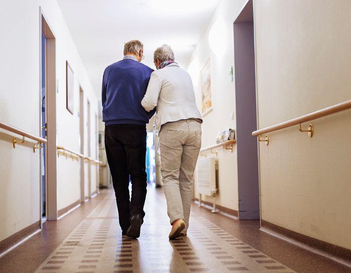 Er zijn zorgen over de snelle toename van het aantal coronabesmettingen in verpleeghuizen (foto ter illustratie).