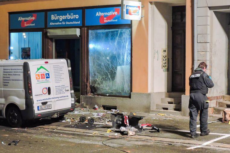 Schade na de explosie aan het partijkantoor van AfD. Beeld EPA