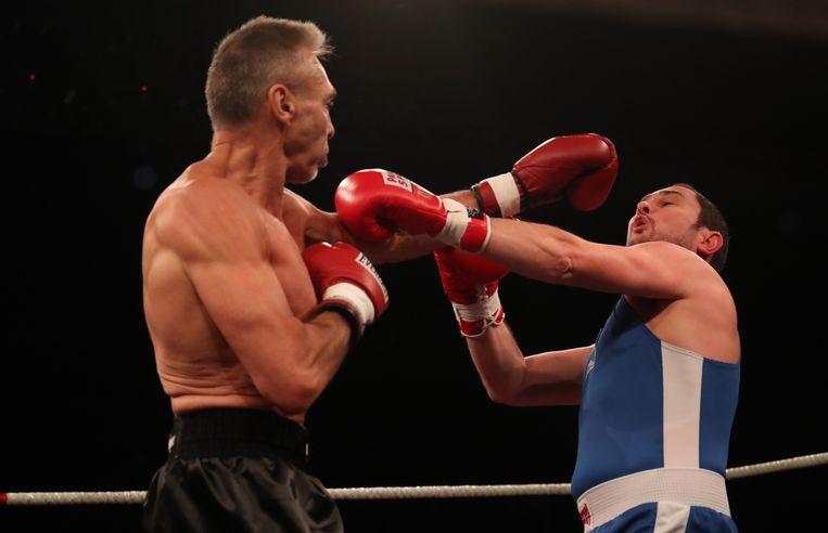 Vincent Van Quickenborne weert zich goed tegen Freddy De Kerpel.