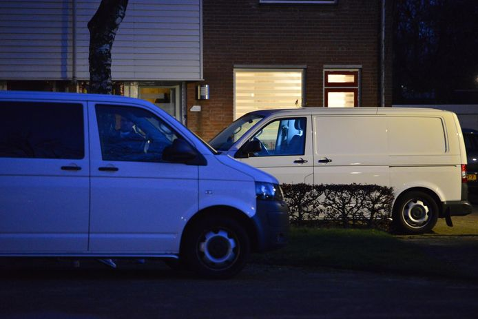 Vier doden aangetroffen in woning in Etten-Leur, de politie doet uitgebreid onderzoek