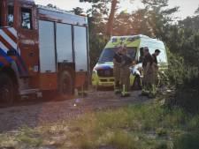 Gewonde fietser moet even wachten: ambulance rijdt zich vast op Defensieterrein in Harderwijk