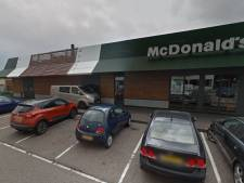 Drie bestelbusjes op parkeerplaats McDonald's Veenendaal in vlammen op