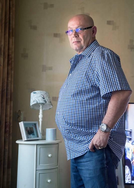 Bas Jongeneel zou te dik zijn om nog in beeld te mogen met dodenherdenking.