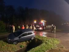 Auto raakt van de weg in Weurt, bestuurster ongedeerd