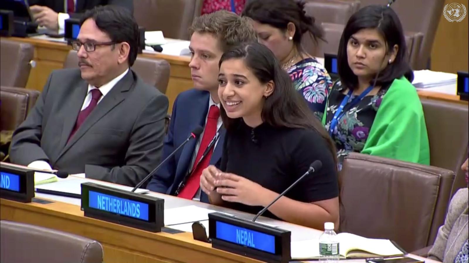 Hajar Yagkoubi uit Helmond spreekt de VN toe.