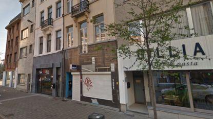 Nachtwinkel in centrum gesloten wegens drugshandel, uitbater verstopt thuis 310 gram marihuana achter kinderbedje