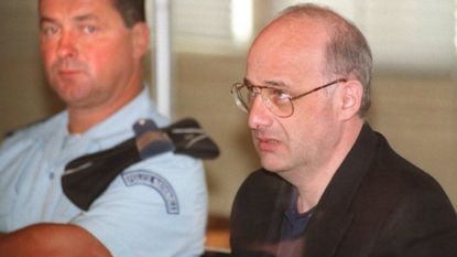 Nepdokter die eigen gezin uitmoordde na 18 jaar lang onwaarschijnlijk dubbelleven te hebben geleid, komt mogelijk vrij