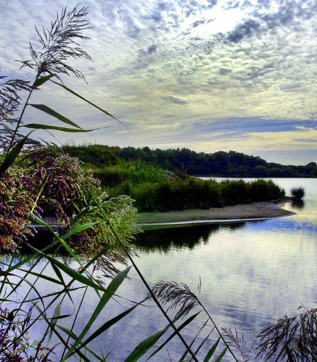 Zorgen over vervuilde bagger in waterplassen West-Brabant